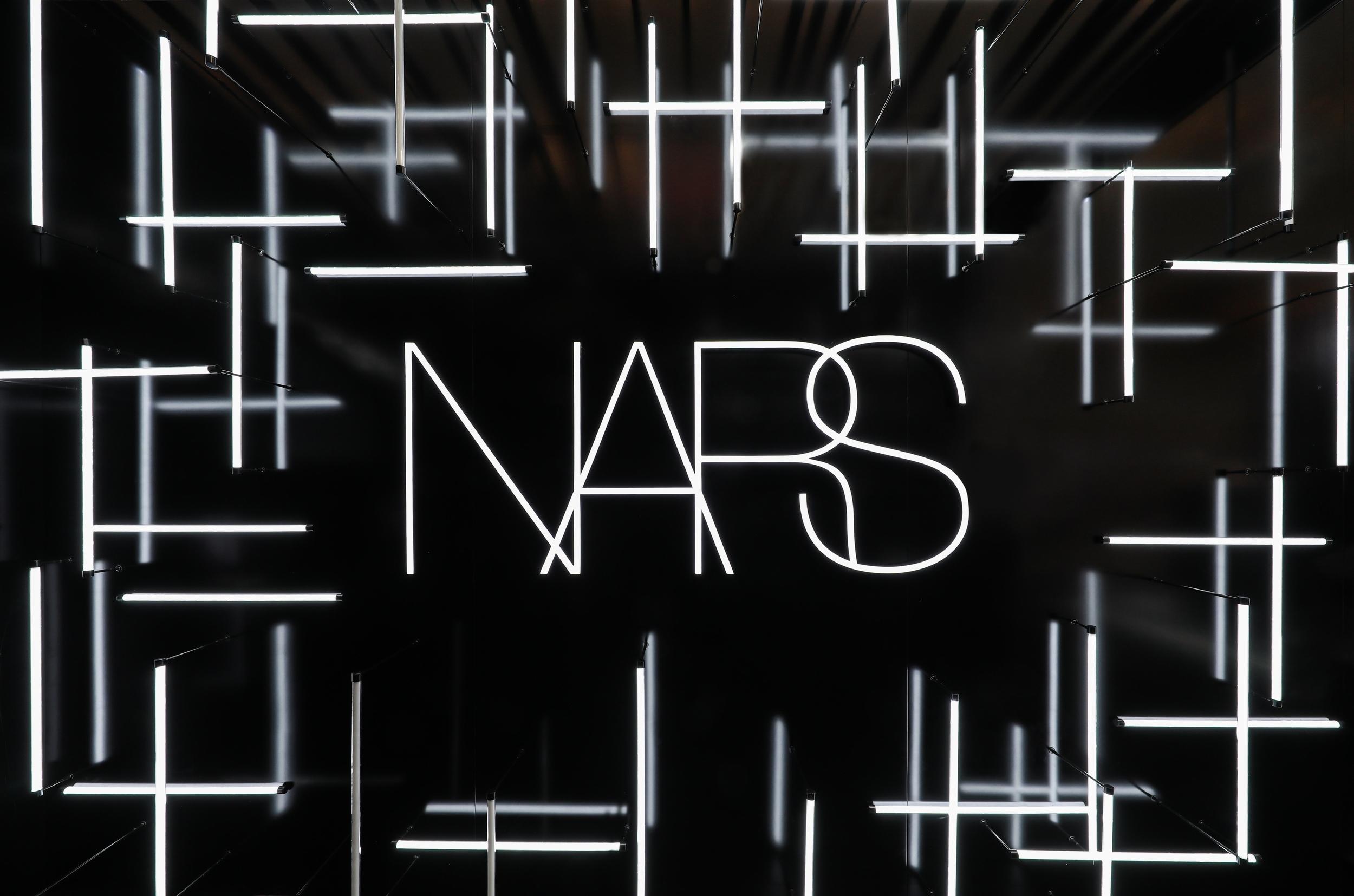 NARS邀您共赴时「光」秘境,探秘无瑕光感底妆